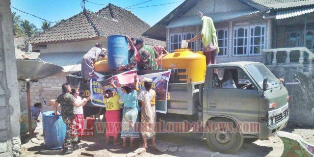 Musim Kemarau, Prajurit TNI Kodim 1620/Loteng  Gerilya Salurkan Air Bersih