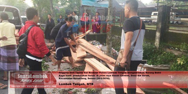 Tantang Polisi Balapan, Mobil Pelaku Illegal Logging  Malah Masuk Got