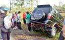 "Hindari Tabrakan, Mobil Dinas Perkim Lombok Tengah ""Nyunsep""  ke Sawah"