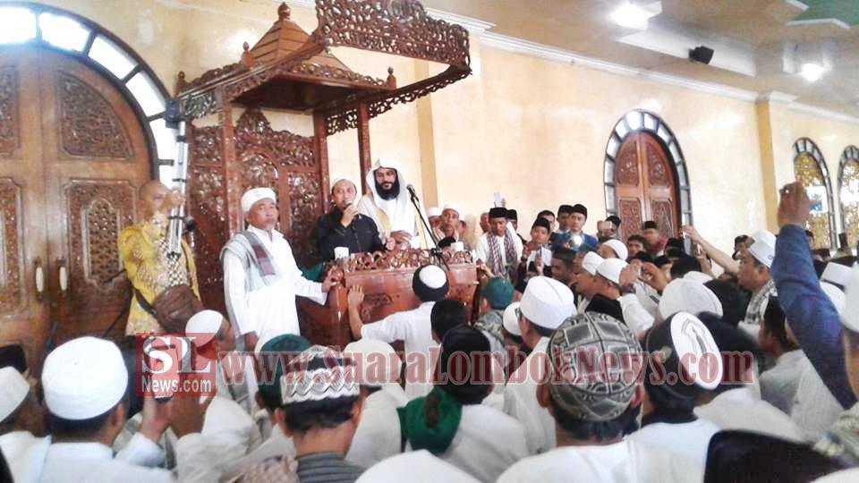 Syeikh Abdul Rahman Al Ausy Mengimami Shalat Jumat di Masjid Agung Lombok Tengah