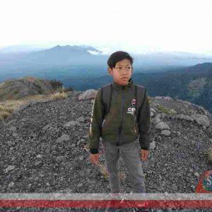 Siswa Kelas 6 SD di Lombok Tengah Taklukkan Gunung Kondok 3200 MDPL