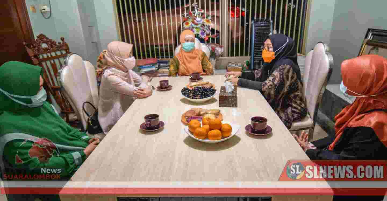 Bertemu Dalam Mimpi, Ketua PP Muslimat NW Bersilaturahmi ke Hajjah Selly
