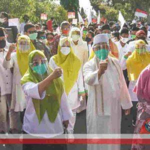 Parade Seni dan Budaya Multi Etnis iringi Selly - Manan Daftar ke KPU Kota Mataram