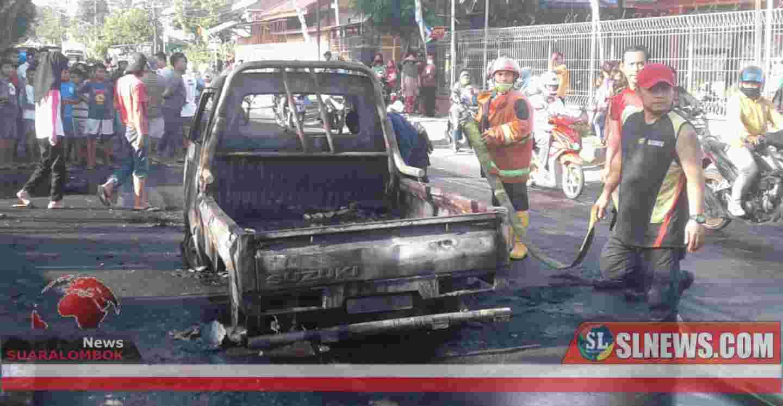 Mobil Pick Up Pengangkut Ratusan Liter BBM Terbakar di Lombok Tengah