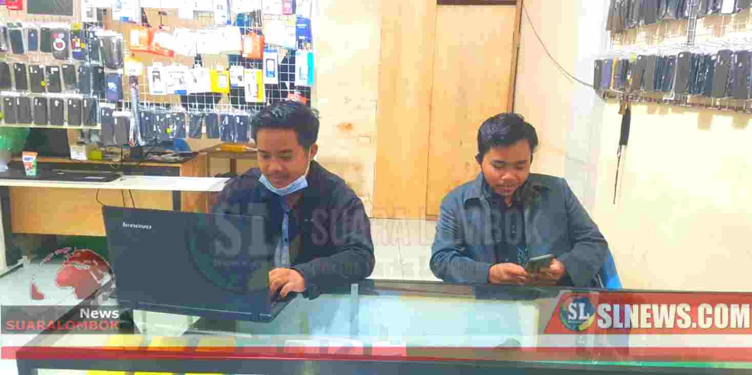 Pandemi Covid-19, Mahasiswa di Lombok Tengah Urunan Buka Konter Handphone