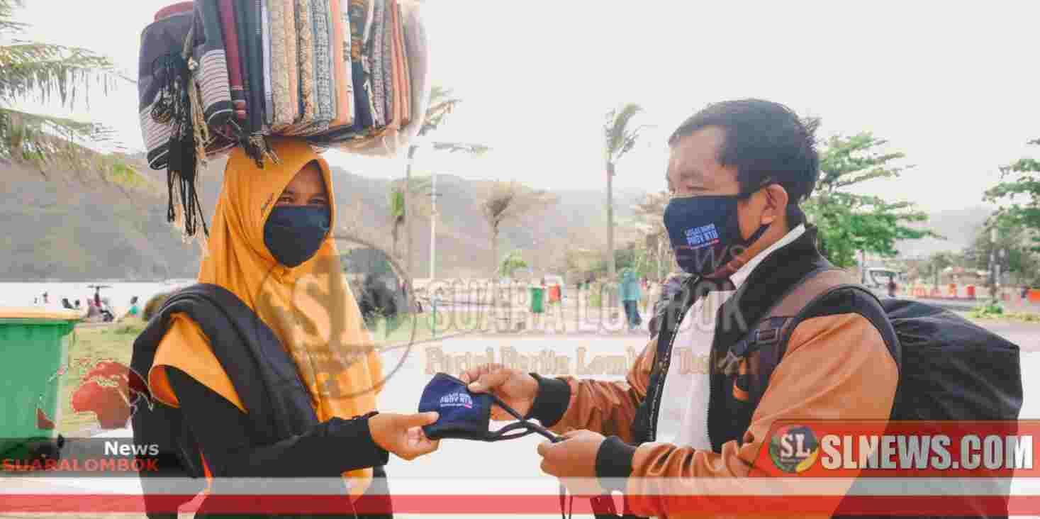 Lindungi Negeri Dari Covid-19, Satgas BUMN NTB Bagi-bagi Masker
