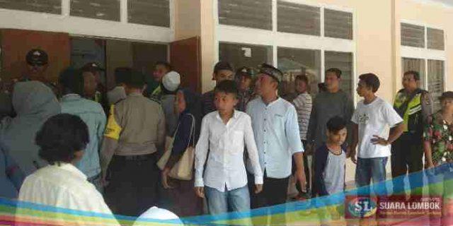 """Dikepung Massa Baiq Sumarni, KPU dan Bawaslu Lombok Tengah """"Lempar Batu Sembunyi Tangan"""""""