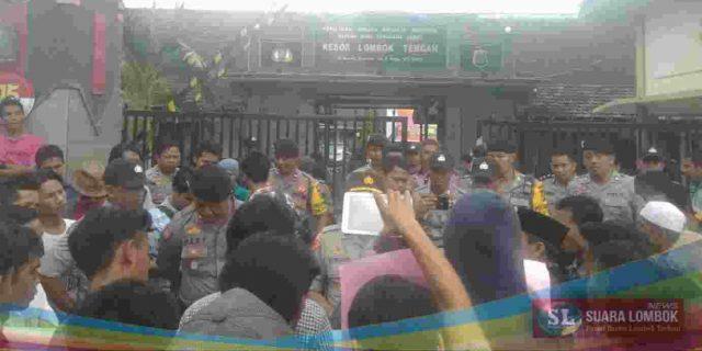 Camat Ditangkap Karena Korupsi Dana Insentif Marbot, Warga Praya Barat Daya Demo Polisi