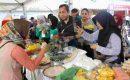 Dibuka Suhaili, Stand Kuliner Tempoe Doeloe dan Oleh – oleh Khas Lombok Tengah Diserbu Pengunjung
