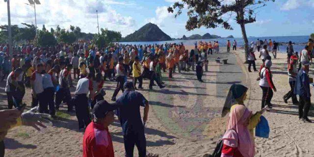 Peringati May Day 2019, Bupati Lombok Tengah Ajak Buruh Jalan Sehat dan Bersih Pantai