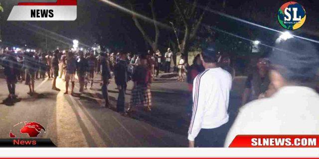 Bentrok Polisi vs Massa Pendukung Caleg Saat Rapat Pleno KPU di Eks Gedung DPRD Lombok Tengah, Tiga Polisi Terluka