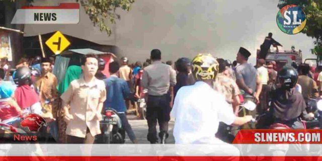 Lapak Pedagang di Depan SMPN 1 Praya Ludes Terbakar