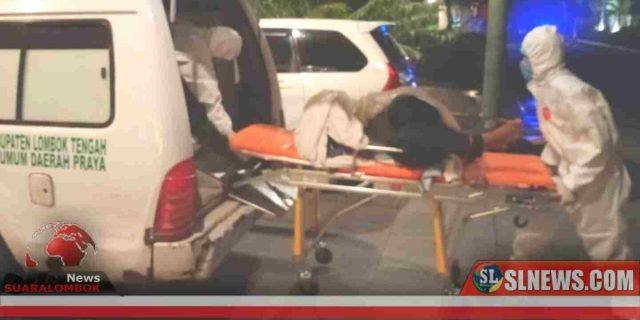 Takut Corona, Petugas Medis Kenakan APD Saat Mengevakuasi WNA India Yang Meninggal di Illirate Hotel