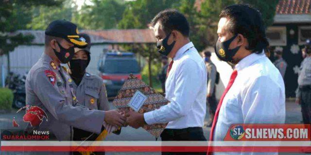 Dua Orang Polisi di Lombok Tengah Dapat Penghargaan Dari AKBP Esty