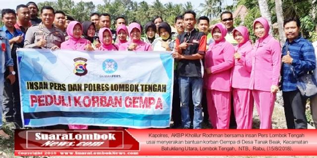 Polisi dan Wartawan di Lombok Tengah Salurkan Bantuan Kepada Warga Korban Gempa Lombok 7 SR