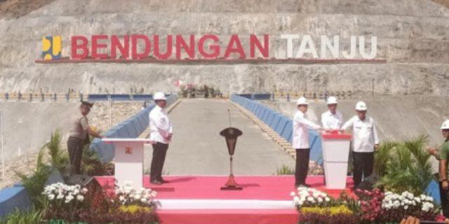 Presiden RI Jokowi Tandatangani Prasasti Bendungan Tanju Dompu di NTB
