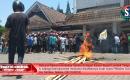Tuntut Pengesahan Surat Suara Coblos Tembus, Kantor Bupati Lombok Tengah Nyaris Dibakar Massa
