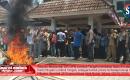 Pilkades Bermasalah, Massa SPN Kepung Kantor Bupati Lombok Tengah