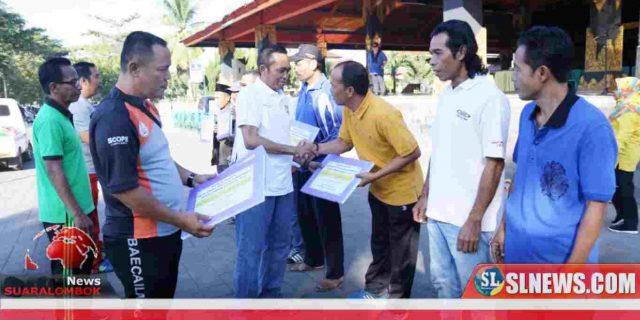 Entaskan Kemiskinan, Pemkab Lombok Tengah Bagi – Bagi Alat Pertanian Pasca Panen