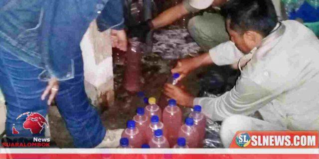 Dibantu Polisi, Sat Pol PP Lombok Tengah Angkut Ratusan Liter Tuak