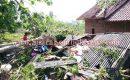Diterjang Puting Beliung, Puluhan Rumah Warga Porak – Poranda