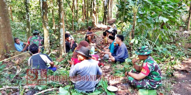 Prajurit TNI Kodim 1620/Loteng Grilia Buka Jalan