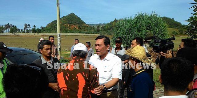 Menteri Luhut Dihadang Warga